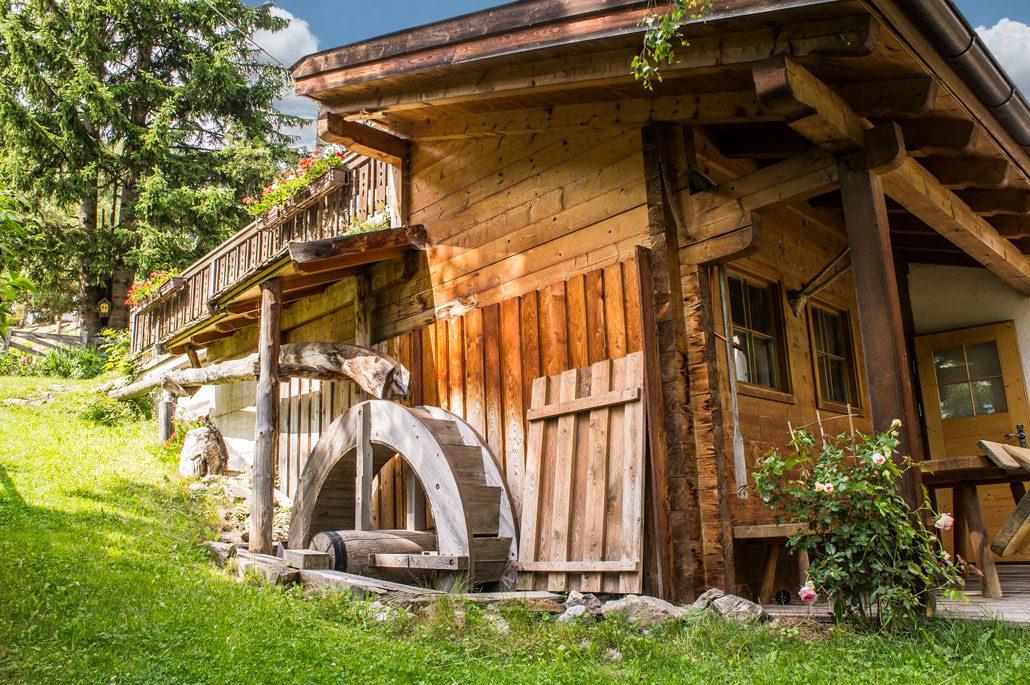 Die alte, noch funktionstüchtige Mühle der Bäckerei Trafoier